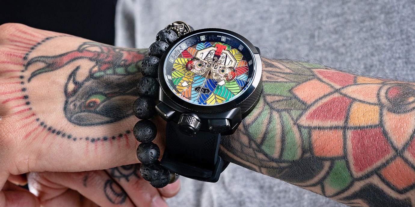 繽紛靈蛇:BOMBERG Bolt-68 阿茲提克羽蛇神計時碼錶