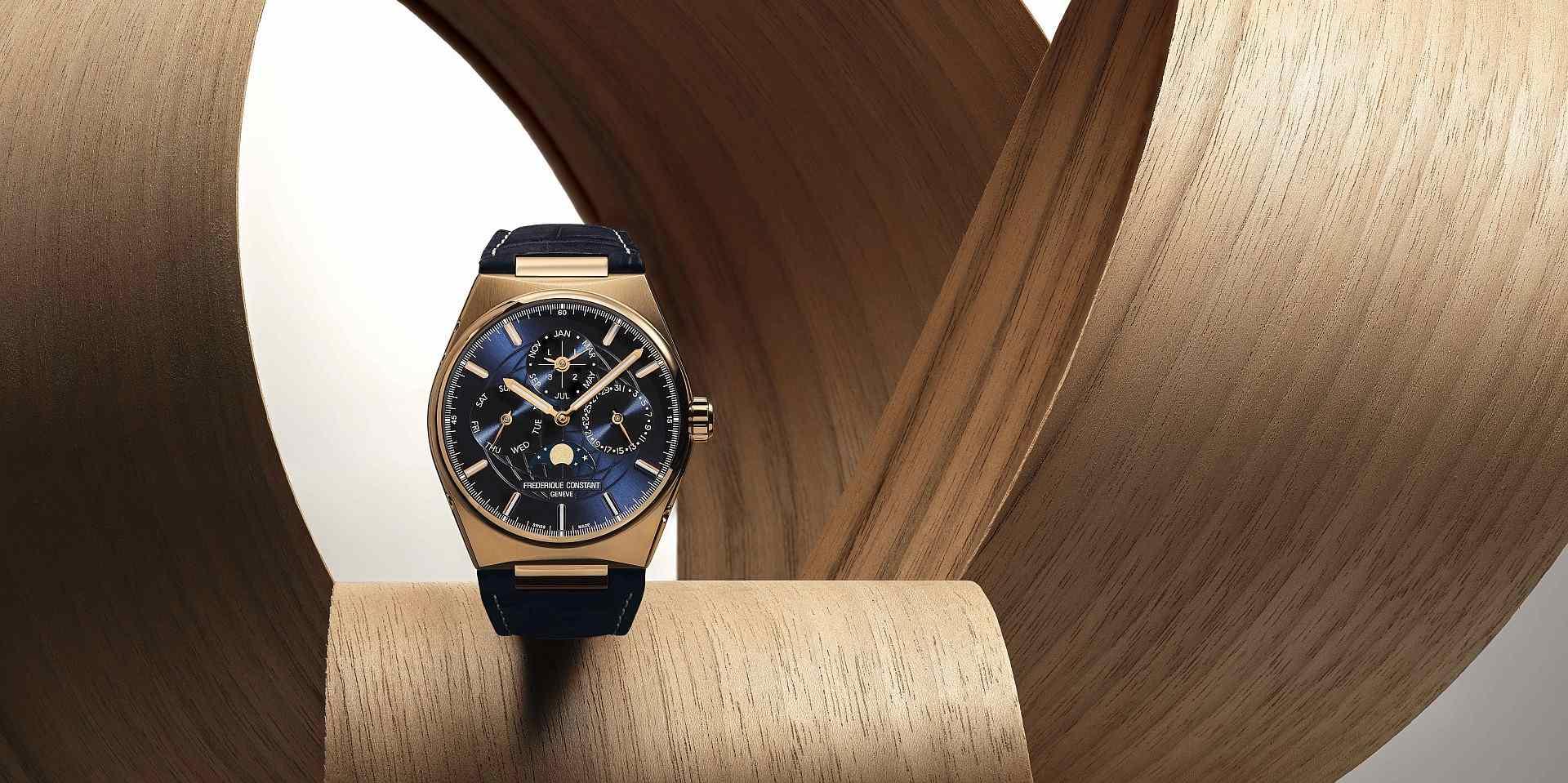 忠於製錶準則,打造卓越品質:康斯登 Highlife 系列18K玫瑰金萬年曆腕錶