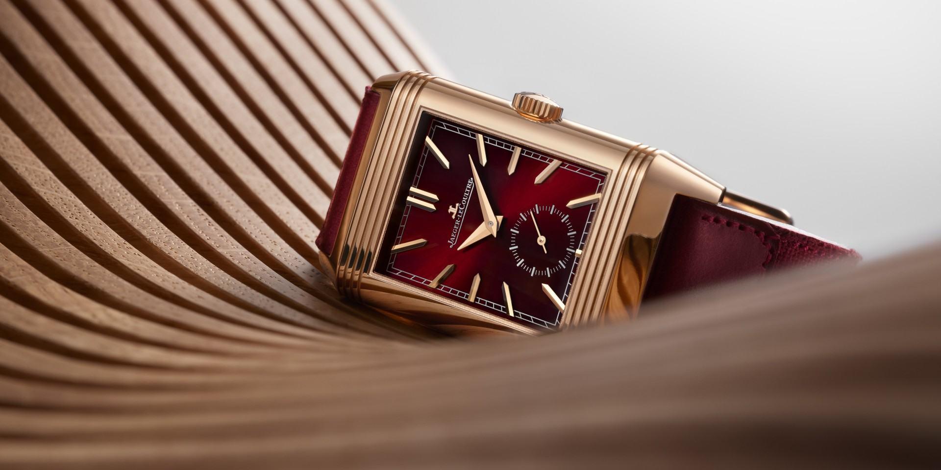 慶祝REVERSO翻轉系列腕錶面世90週年,積家推出全新酒紅色翻轉系列腕錶