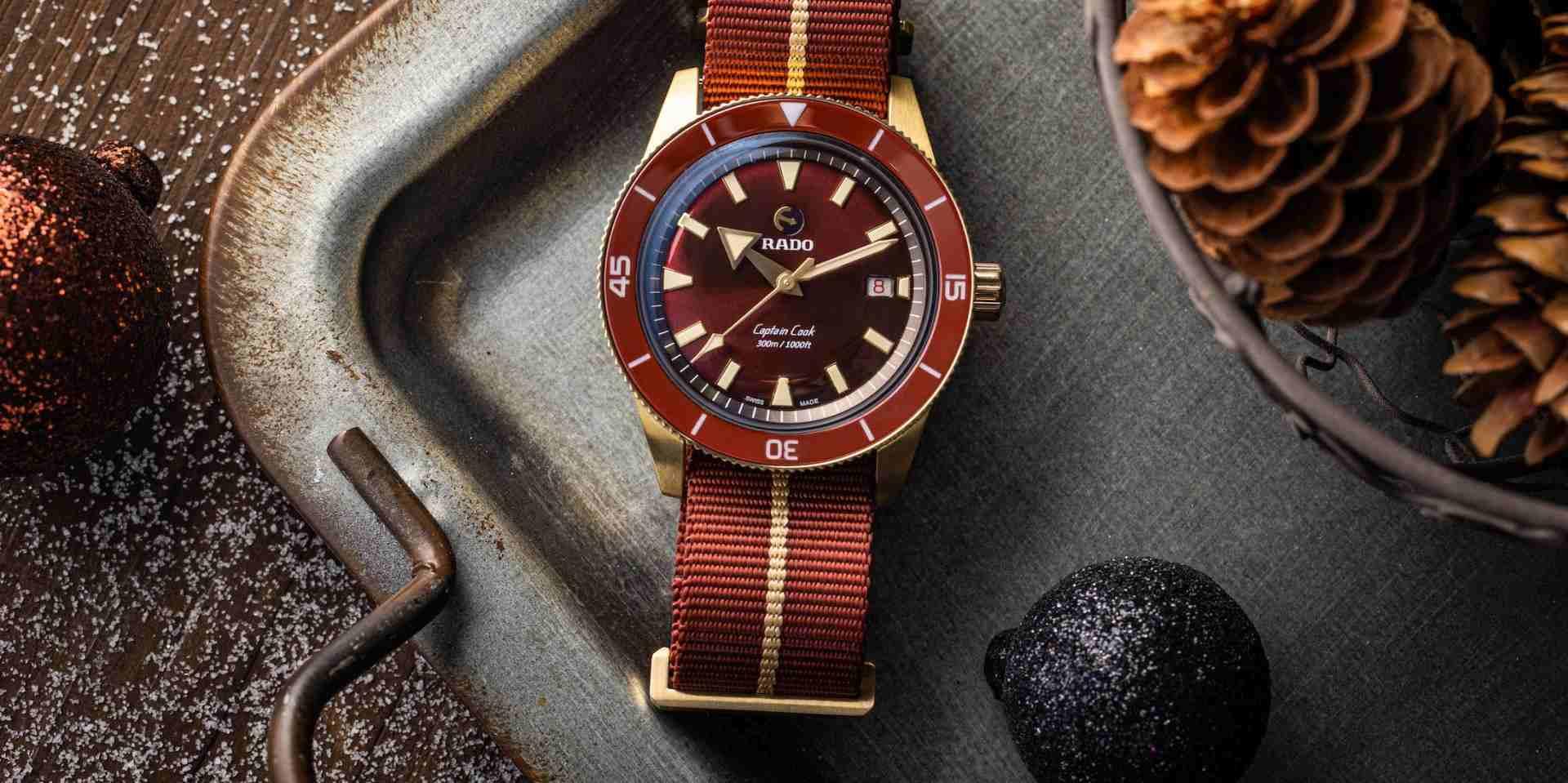 神秘聚財綠,百搭招財紅:Rado Captain Cook庫克船長300米青銅自動腕錶