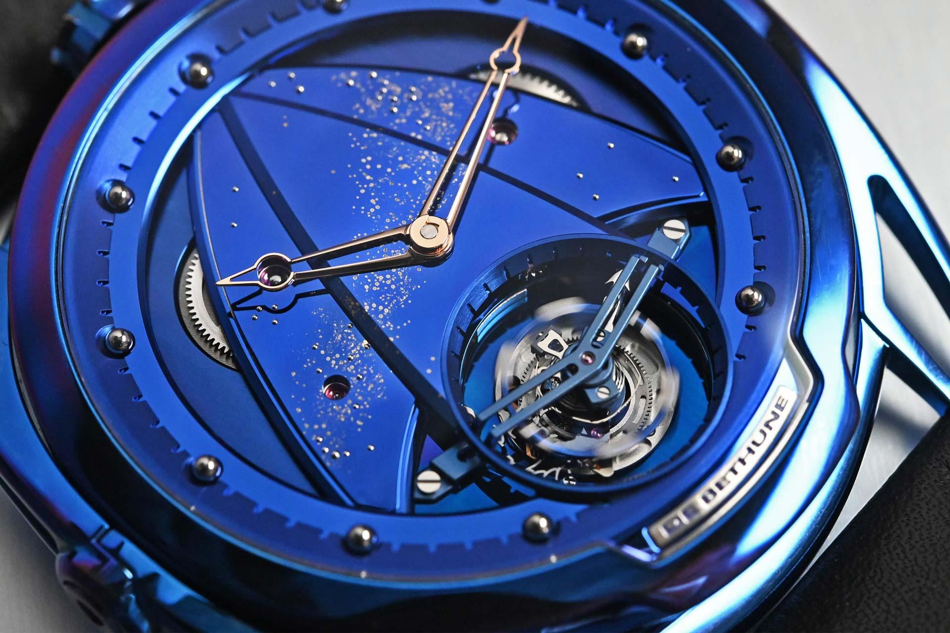 將鈦金屬幻化成夢幻藍:De Bethune X 金光Mix & Match 聯合錶展