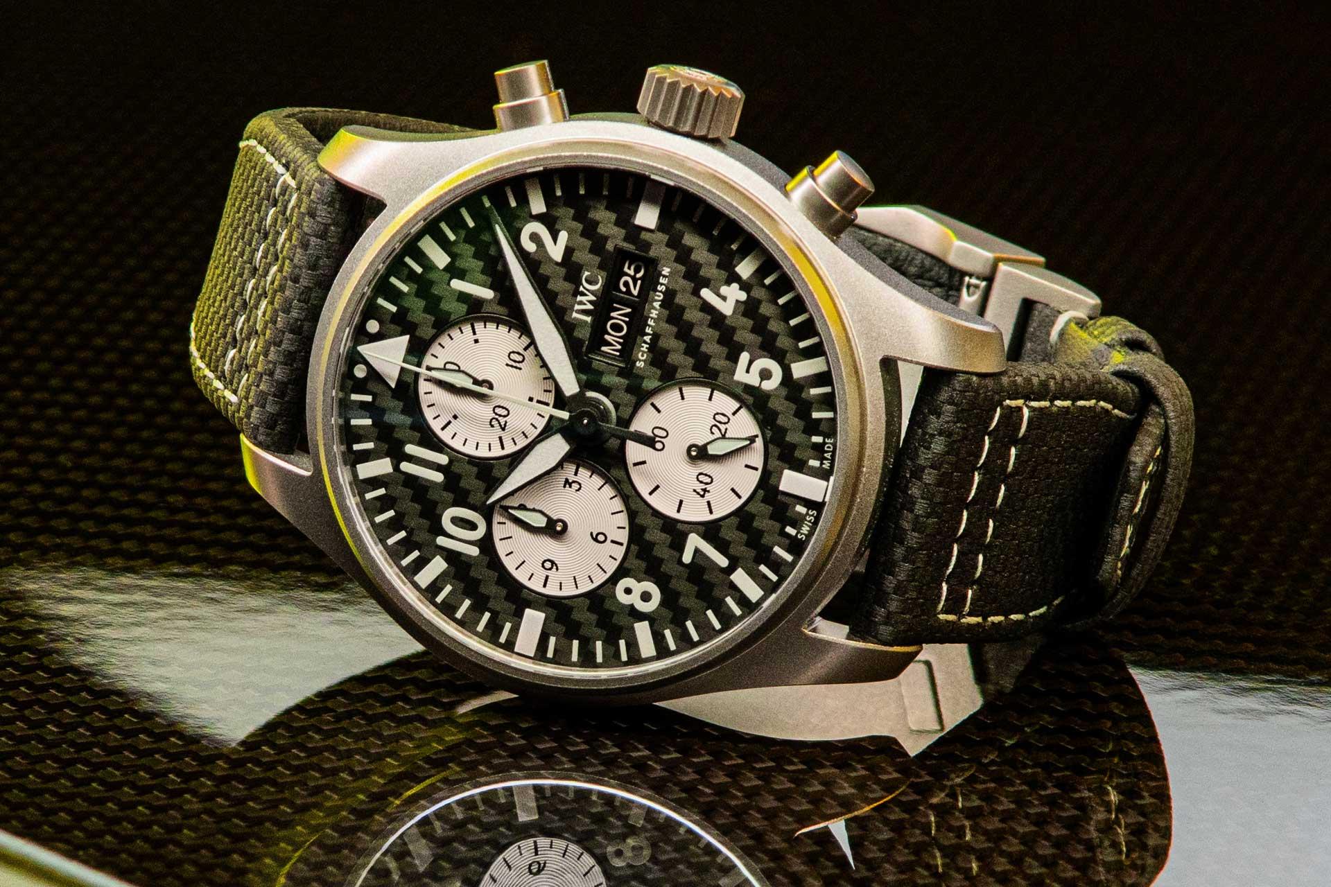 【2021線上錶展】融入AMG賽車元素:IWC飛行員系列計時碼錶AMG特別版