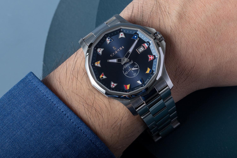經典造型、全新配色:Corum Admiral海軍上將系列42毫米腕錶
