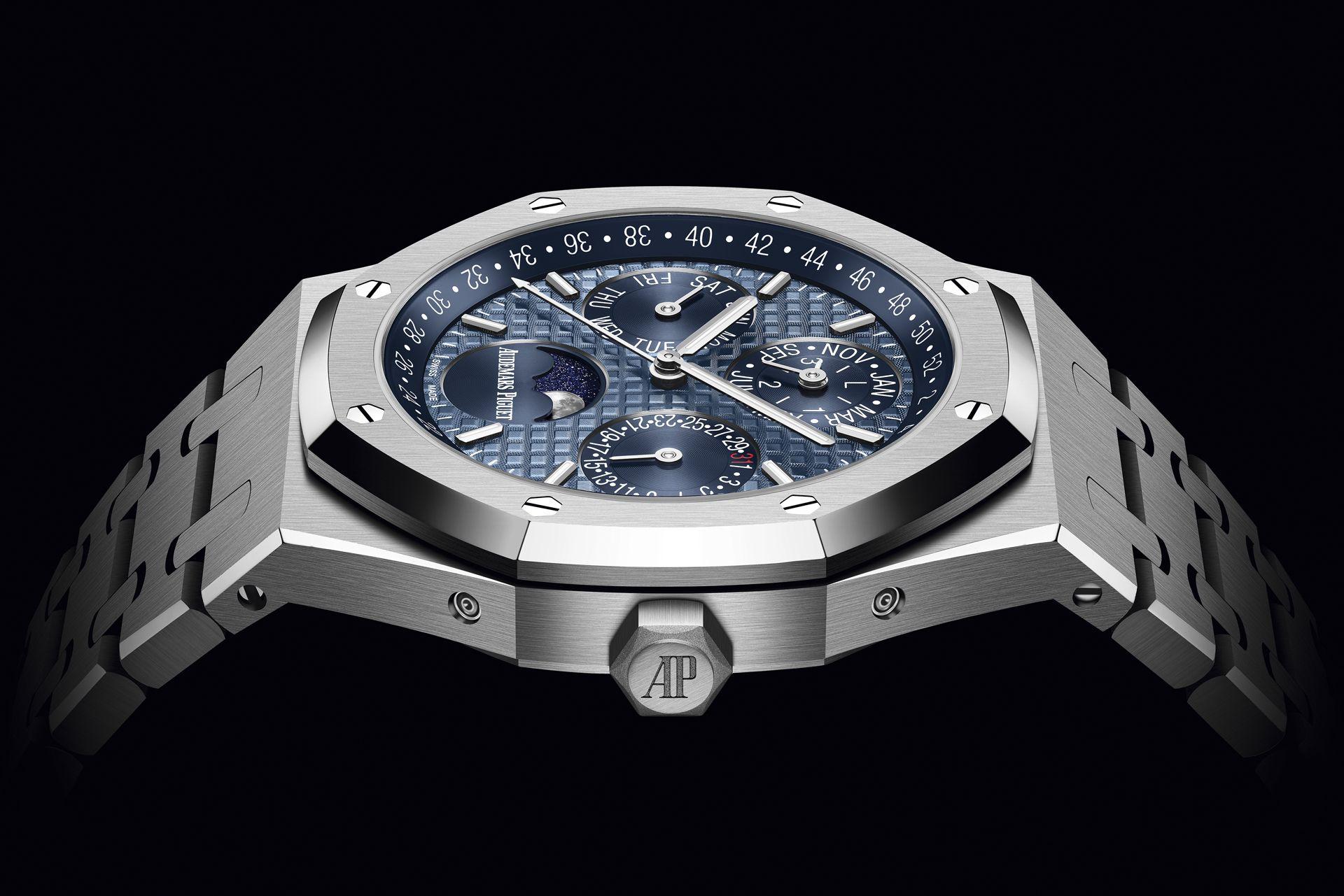 經典色調昂然回歸:愛彼皇家橡樹萬年曆腕錶推出全新藍色面盤款式