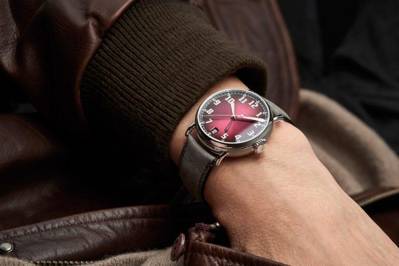 煙燻紅襯托對旅行的嚮往:H. Moser & Cie. Heritage傳承者兩地時間腕錶